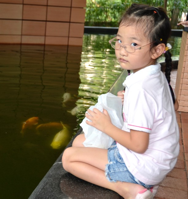 girl-feeding-fish